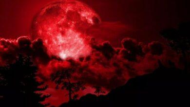 صورة القمر الأحمر