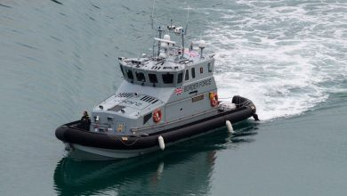 صورة قوارب خفر السواحل البريطانية أمسكت 69 مهاجراً في بحر الشمال