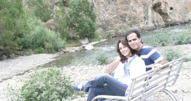 ايراني وزوجته في ايران