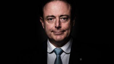 صورة بارت دي ويفر رئيس بلدية أنتويربن يقول أن بلجيكا ممكن أن تنفجـر بسبب بول ماخنيت