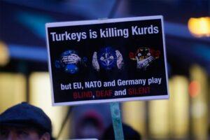 شعارات ضد الرئيس التركي اردوغان