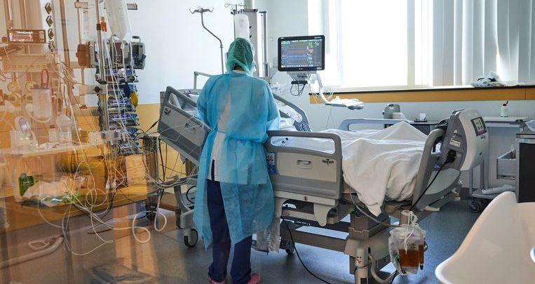مريض فيروس كورونا في المستشفي
