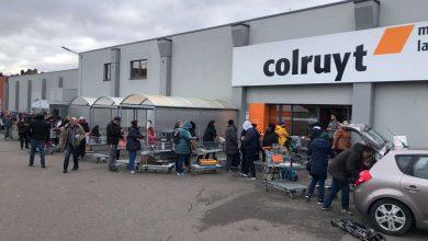 صورة المتاجر في بلجيكا تدعو الزبائن الي الهدوء لأن انتاج المصانع مستمر للمنتجات