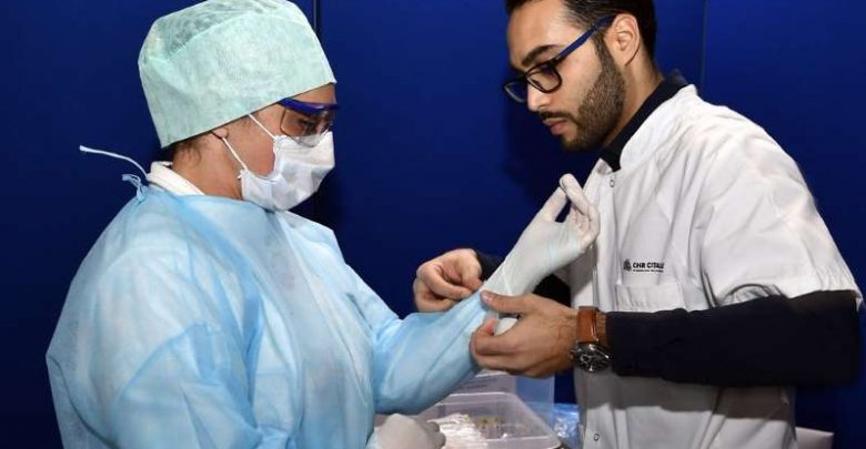 اطباء يعالجون فيروس كورونا في اسبانيا