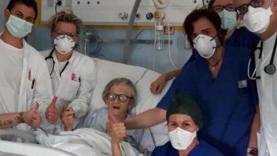 صورة شفاء امرأة إيطالية تبلغ من العمر 95 عام من فيروس كورونا في ايطاليا