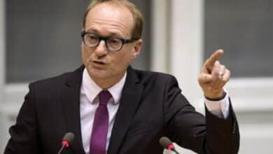 صورة وزير التعليم الفلماني بن ويتس يقول اعادة فتح المدارس في بلجيكا من الأوهام