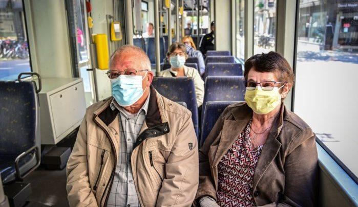 قناع فم في الحافلات