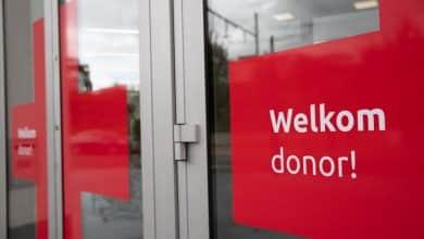 صورة الصليب الاحمر في بلجيكا يبحث عن مرضي تم علاجهم من فيروس كورونا
