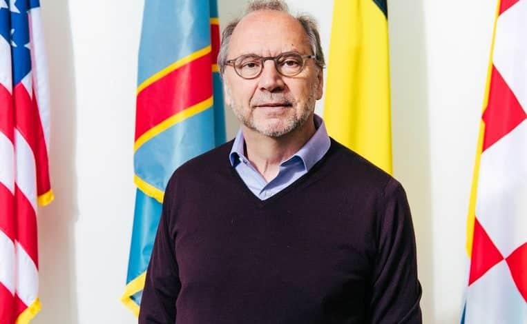 عالم فيروسات بلجيكي بيتر بيوت