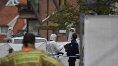 صورة العثور على جثة في الشارع في مدينة دي بان واعتقال اثنين من المشتبه بهم