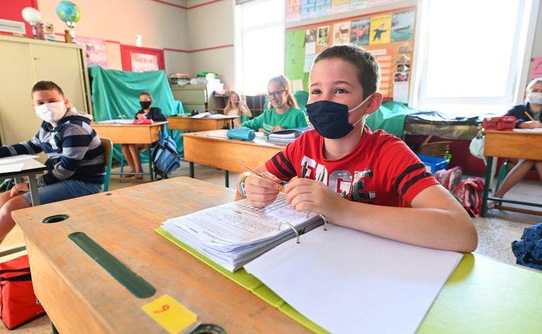 قناع فم في المدارس
