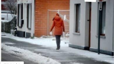 تنظيف الرصيف من الثلوج في بلجيكا