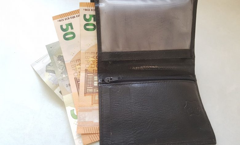 ما هو المبلغ المالي النقدي المسموح به في مطارات الاتحاد الاوروبي