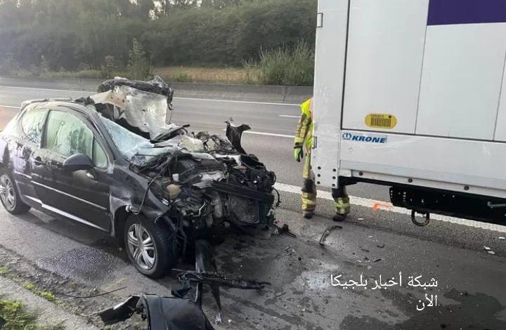 بلجيكا... وفاة سائق سيارة بعد اصطدامها بشاحنة في الطريق السريع