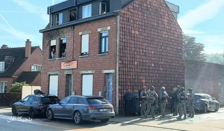 تم وضع حرم جامعة كورتريك بمقاطعة فلاندرن الغربية في بلجيكا في حالة إغلاق تام صباح اليوم الخميس بعد أن تلقت الشرطة بلاغًا عن شاب مسلح قبل الساعة
