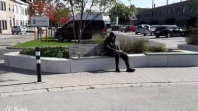 بينما كانت الشرطة البلجيكية تبحث عن الشاب المسلح كان يجلس على مقعد